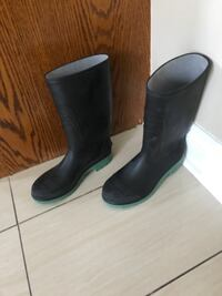 Men size 9 rain boots(Amazing Quality)