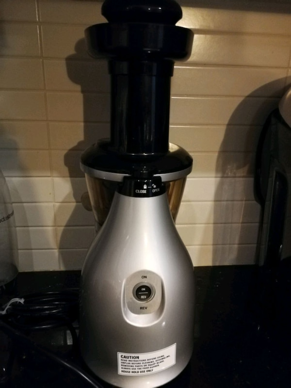 Omega $500 msrp commercial grade juice extractor  e56affe7-7027-489d-84db-bf82b68f839e