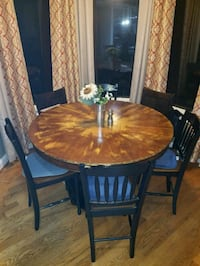 Custom round table with black base  White, 30184