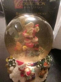 Wind up musical waterglobe