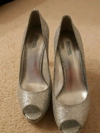 Brand new never worn Micheal Kors pumps  Surrey, V3W 0M7