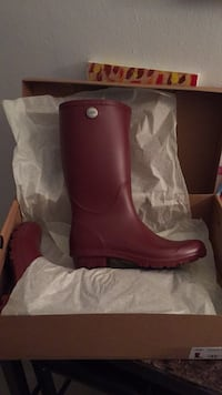 Pair of red leather boots New York, 10465