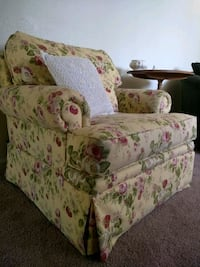 Floral Broyhill Arm chair Sacramento, 95822