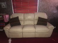 Leather Sofa that reclines  Hialeah, 33015