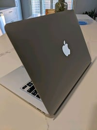 "MacBook Air 13"" - 4GB RAM - 128GB SSD - i5 Vaughan, L4K 5M4"