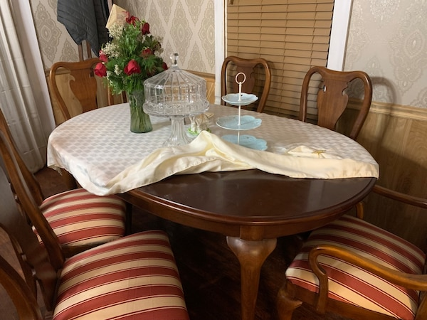 Thomasville solid cherry dining table, 2 leaves