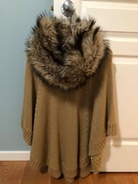 Authentic Michael Kors cape with fur collar Vancouver, V5T 2A3