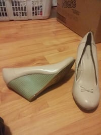 pair of white leather heeled shoes Mount Pearl, A1N 4V8