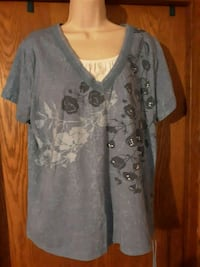 Womens top size xl 18 Sioux Falls, 57103