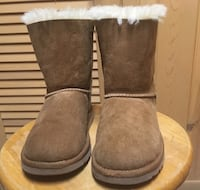 Ugg classic short boots Minneapolis, 55416