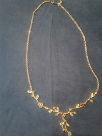 Gorgeous Silver Necklace With Rhinestones