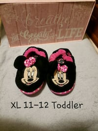 Childs Play: Minnie Mouse Girls Slippers XL 11-12