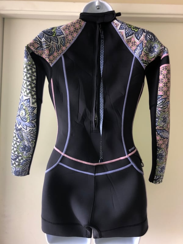 Prana wet suit worn only a few times size small db0b4316-1406-46d2-bfd5-4c39b55acb2b