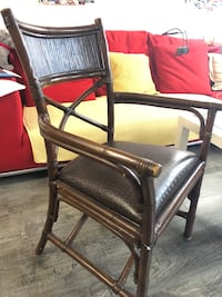 Pierr1 leather arm chair paid $195 like new  Mississauga, L5C 1A7