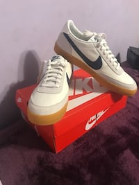 Pair of white nike low-top sneakers with box Los Angeles, 91606