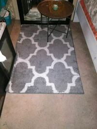 "gray and white area rug 5"" in legnth and 3""in widt Palmdale, 93550"