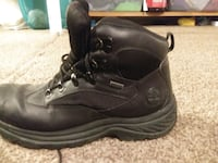 Size 9 timberline boots .