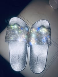 Beautiful silver sandals  new never worn   Size 8 paid 19$  but missed the 30 day return I did buy me some in right size.soft comfortable firm price Sherwood, 72120