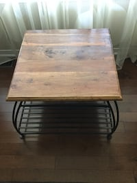Solid hard wood table/23.5 in wide x 23.5 in long x 17.5 in high Ottawa, K2G 6V5