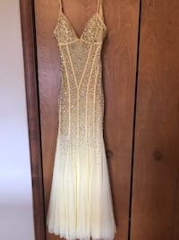 Size small.  Yellow gown with sequins.  Excellent condition. Gettysburg, 17325