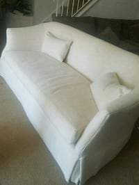 White Couch is like brand new! Bailey's Crossroads, 22041