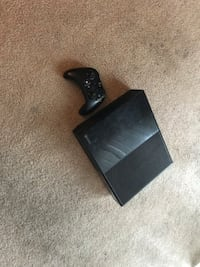 Xbox one with one controller and all cords  San Jose, 95148