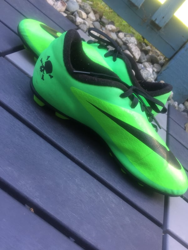 Nike HyperVenoms/ size 5 men/ used but in very good condition c01d1b08-82ae-4443-b25f-9e93094c37a8