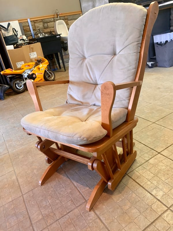 Chaise Bercante - Rocking Chair 0d5e57f4-b7b9-4f73-a531-a6751d47bf1e