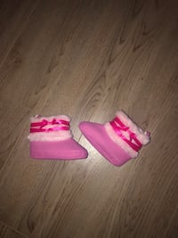 Baby girl boots unworn size 3 (fits 12-24m) Mississauga, L5B 1P2