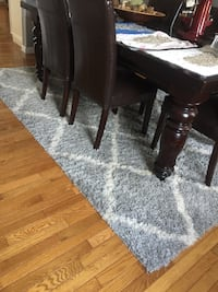 """Modern large rug Gray and white  Measurements  6.9""""x 9"""" Sykesville, 21784"""