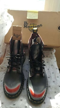 black-and-red Dr Airwair Martens boots with box Beauharnois, J6N 2B9