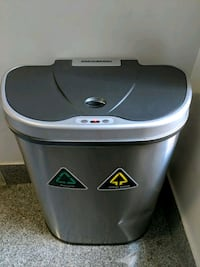 Trash/recycling Can w/motion sensor lid New York, 10032
