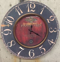 Big clock wooden in excellent condition, use one AA battery, North Vancouver, V7K 1A7