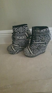 Black & White Aztec Print Lace up Booties DeBary, 32713