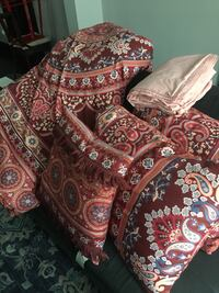 Full size comforter set with two shams two pillows one decorator pillow and full size sheet set and four pillows Chicago, 60647