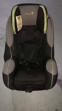 Baby's black and green car seat 552 km