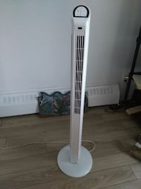 Tower fan with remote.  Montreal, H2J