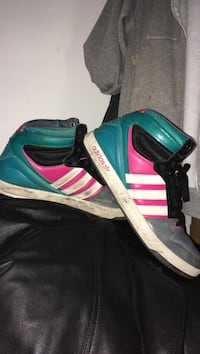 black-and-pink Adidas low-top sneakers Ankeny, 50021