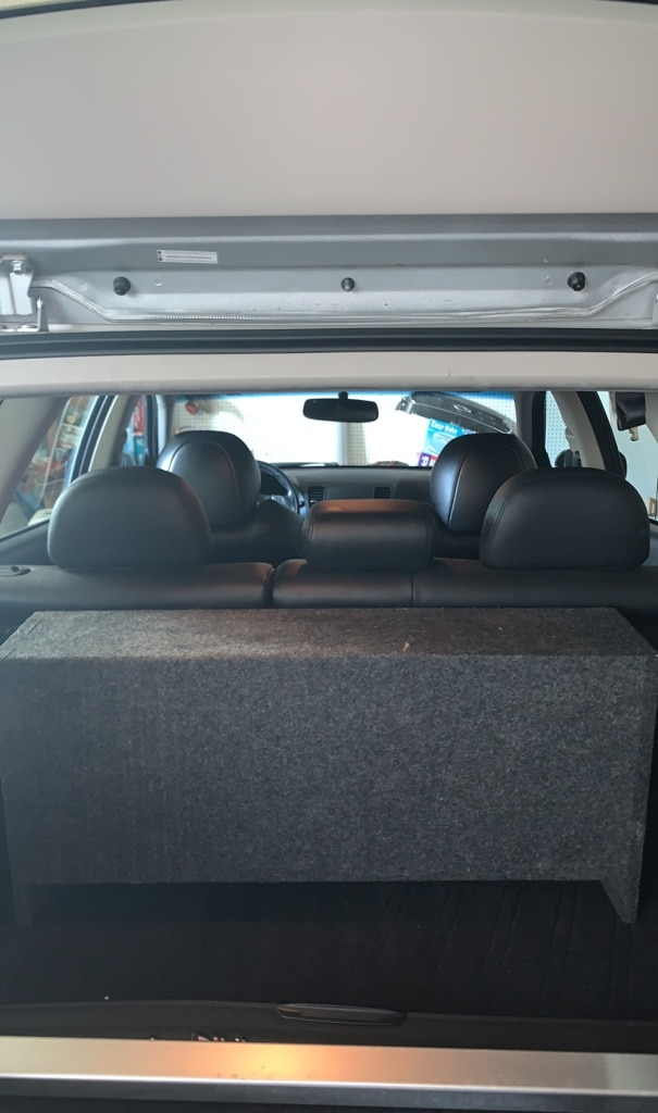 Photo Subwoofer Box with 2 10 subs alpine amp. only a year old.