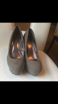 Grey platform wedge pumps (9) Toronto, M4V