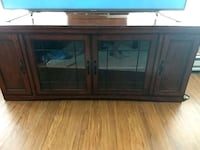 """Tv stand gread shape thats a 60"""" tv on it Springfield, 65806"""
