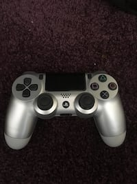 PlayStation 4 controller  New York, 10475