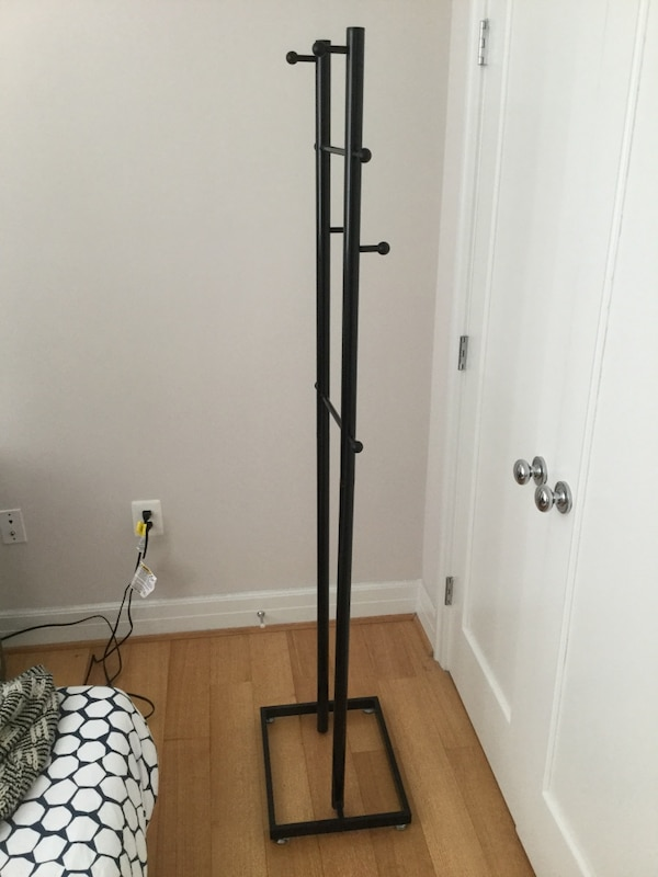 black metal clothes rack 6f785b7b-ae04-4f70-829f-851182dc5bee