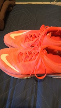 Ladies size9 like new Nike orange running shoes Saint Petersburg, 33714