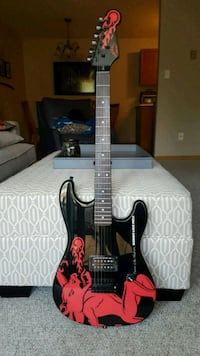 Perfect condition electric guitar with case  Kelowna, V1W 4T4