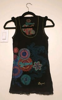 Desigual top, never worn, size xs Montreal