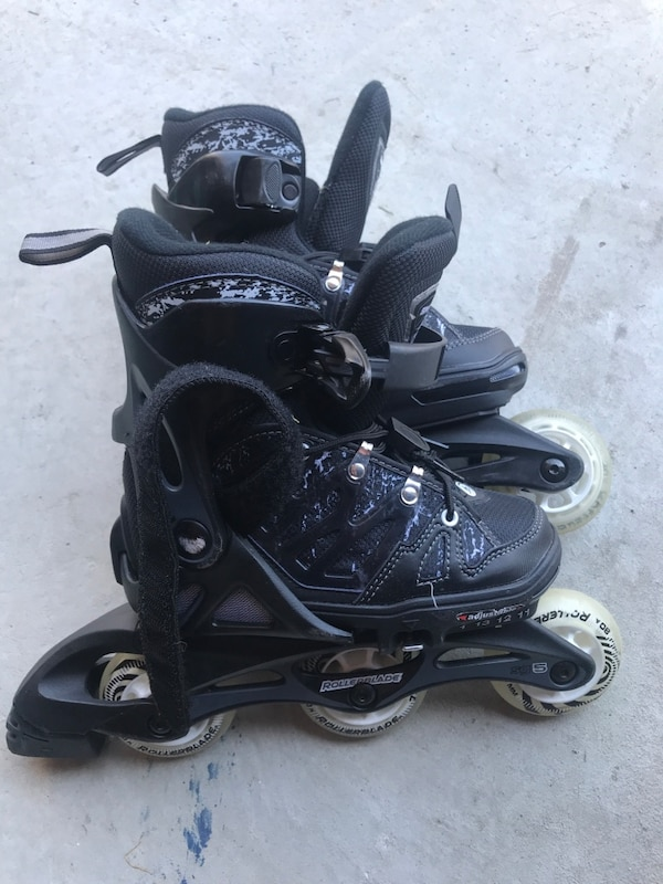 Kids roller blades - size 11-1 extendable 45ce7576-056f-4555-a34b-b434044af8f6