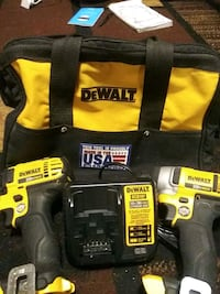 DeWalt cordless hand drill with charger and case 2390 mi