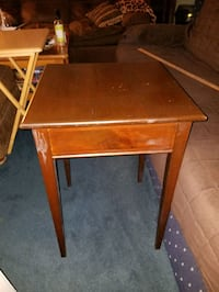 Vintage Mastercraft 25 inch tall table Claymont, 19703