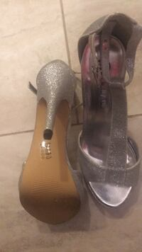 Ladies dress shoes silver size 6.5 like new  Durham, 27712
